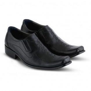 Sepatu pantopel pria