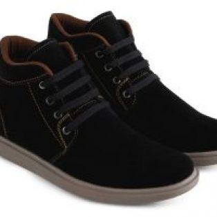 Sepatu sneakers pria