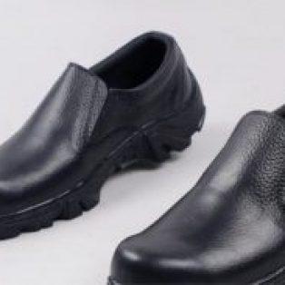 Sepatu safety slip on